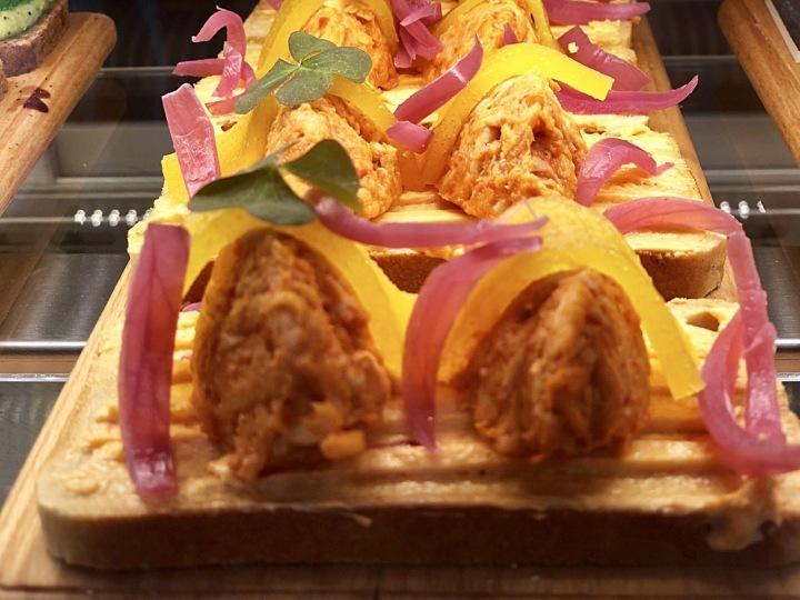 Chlebíček kuře s broskví