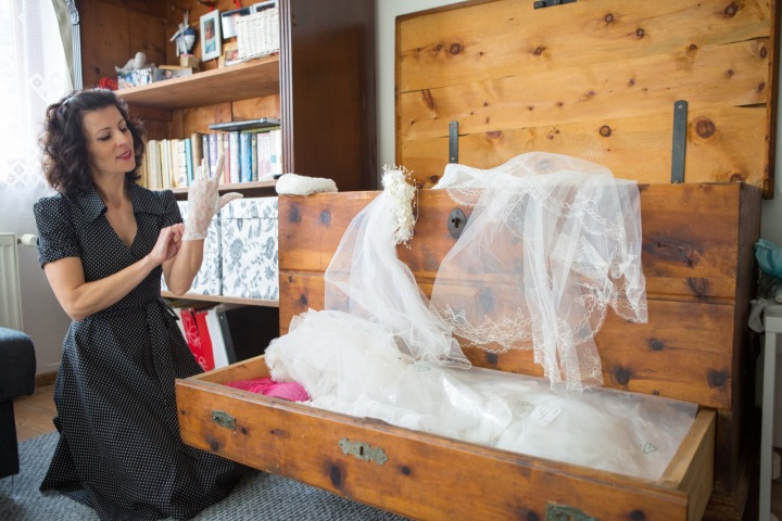Sbírka obsahuje nejenom šaty, ale i svatební dekorace.