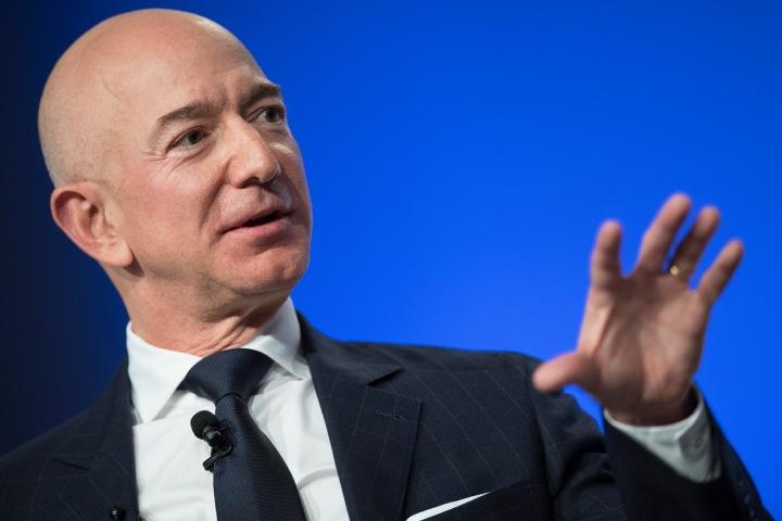 Zakladatel Amazonu a Blue Origin, Jeff Bezos