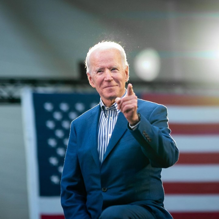 Joe Biden v obleku