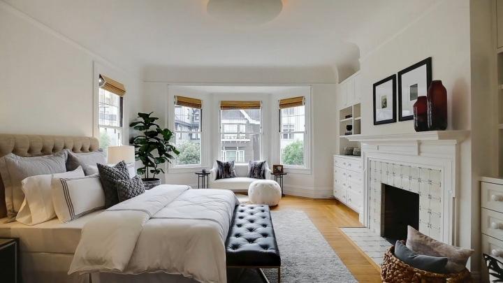 Jedna z ložnic v domě Julie Roberts