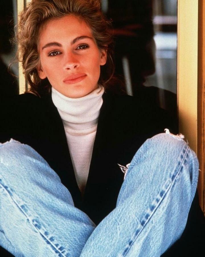 Julia Roberts v džínách a bílém roláku
