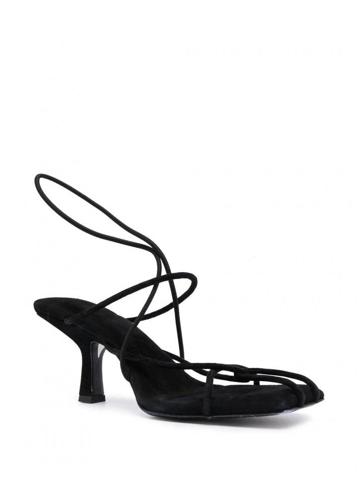 Sandály od značky Khaite.