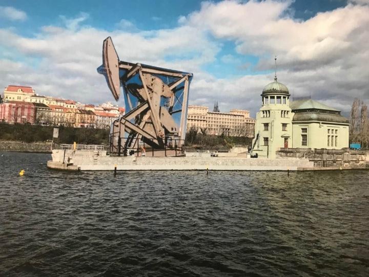 Kinetický objekt Jeff od Mileny Dopitové u vodní elektrárny na Štvanici.