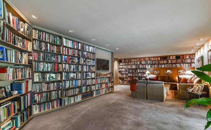 Knihovna v sídle Adele
