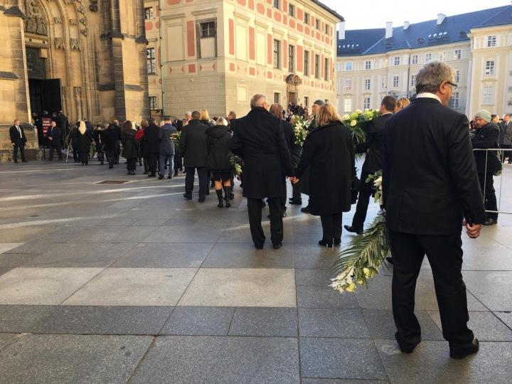 Na Pražský Hrad dorazily desítky Gottových kolegů