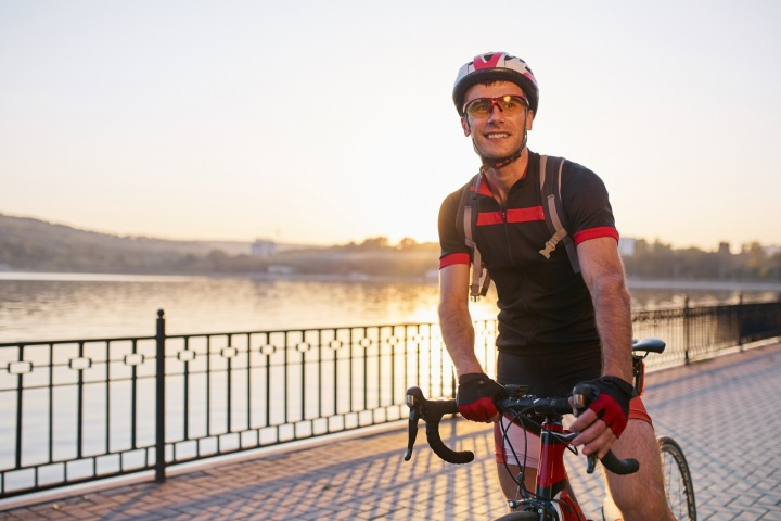 Cyklista na kole.
