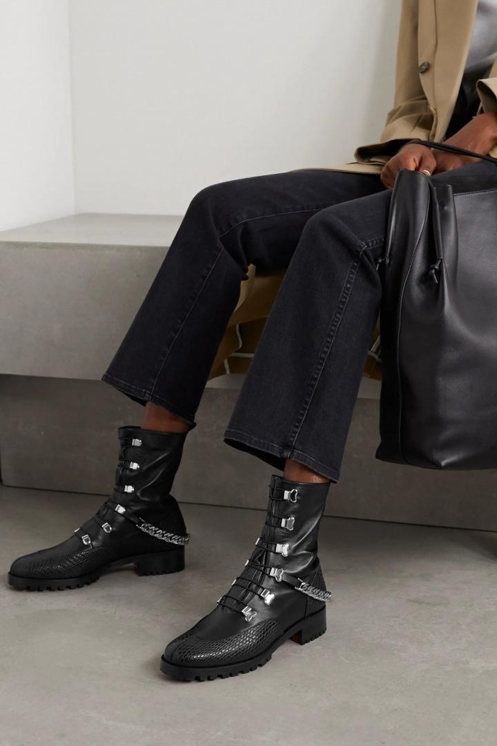 Kotníkové boty Christian Louboutin s ještěřím efektem.