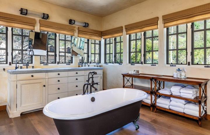 Koupelna v domě slavného herce Mela Gibsona
