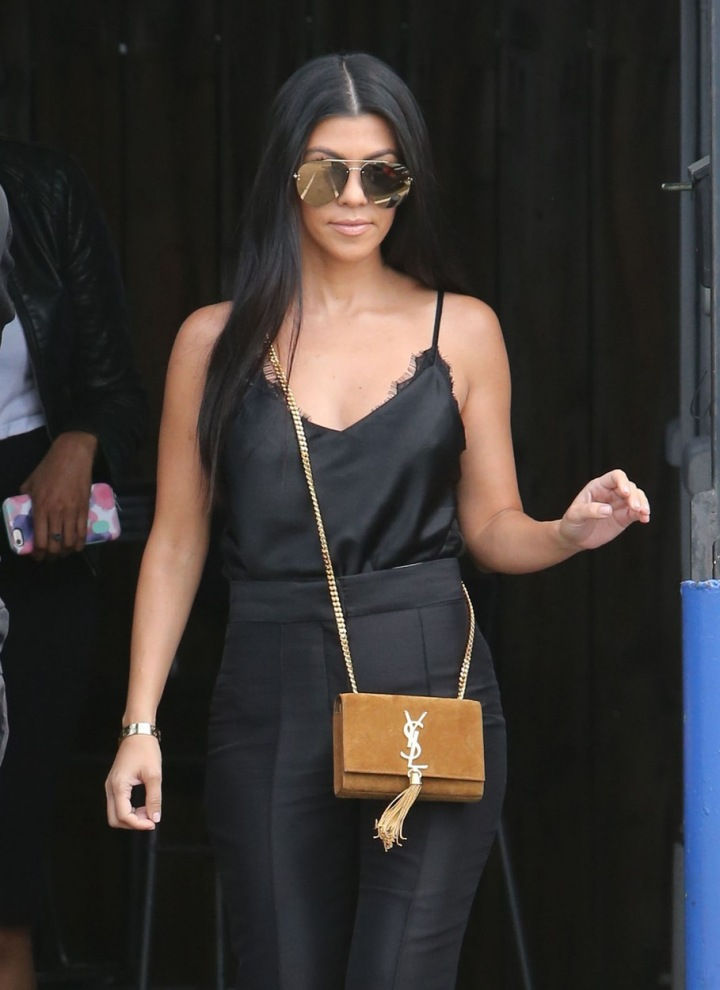 Kourtney Kardashian s kabelkou YSL.
