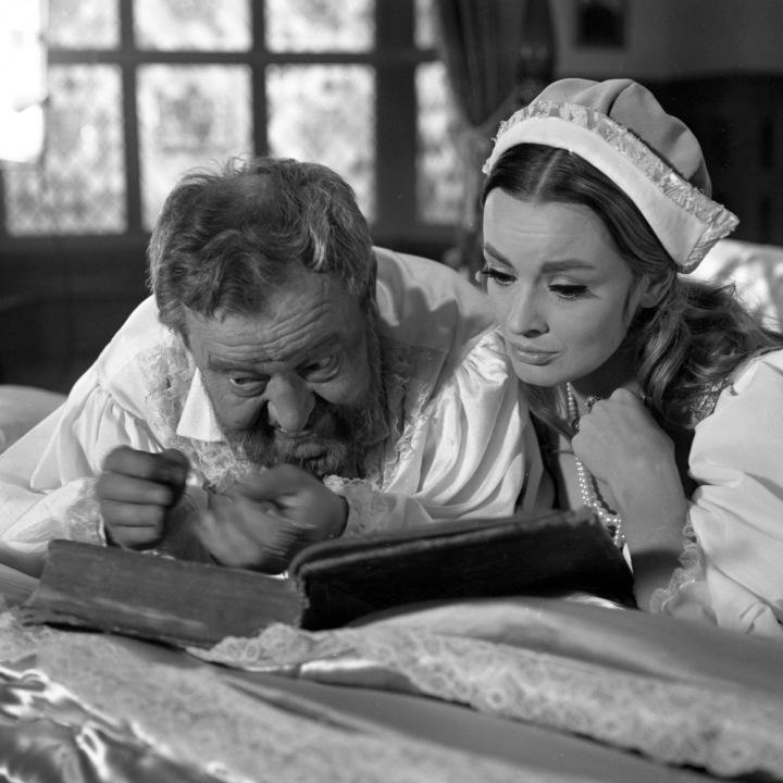 Jan Werich a Jana Brejchová ve filmu Král a žena