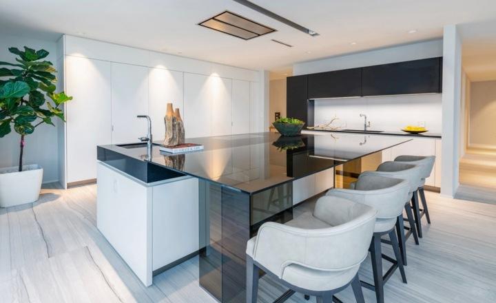 Moderná kuchyň, apartmán Beckhamových v Miami