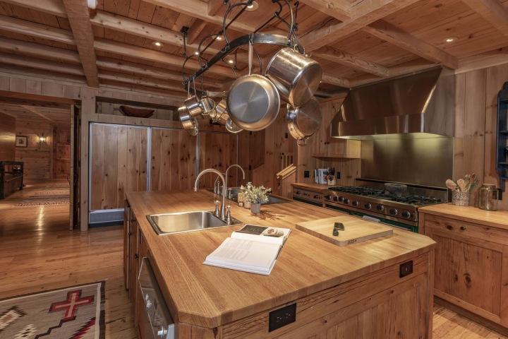 Kuchyň v hercově domě.