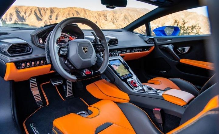 Lamborghini Huracán interiér