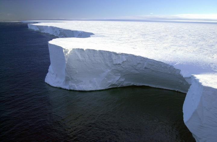 Ledová plocha na Antarktidě.