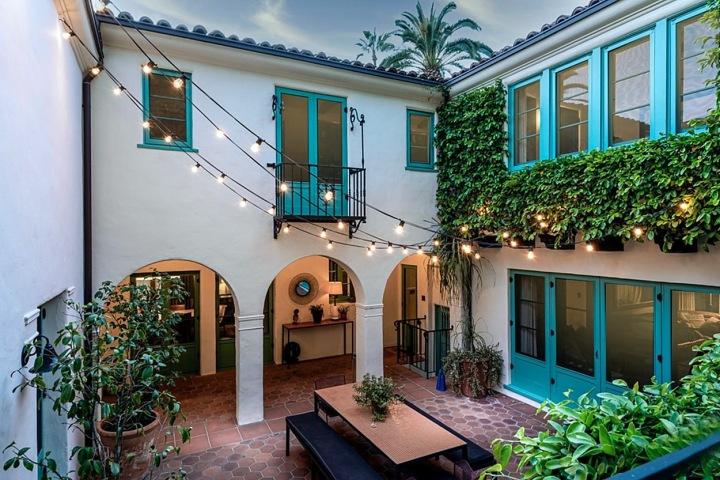Dvoupatrový dům nabízí celkem 1500 metrů čtverečních luxusu