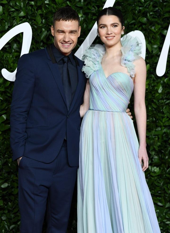 Liam Payne a Maya Henry na červeném koberci.