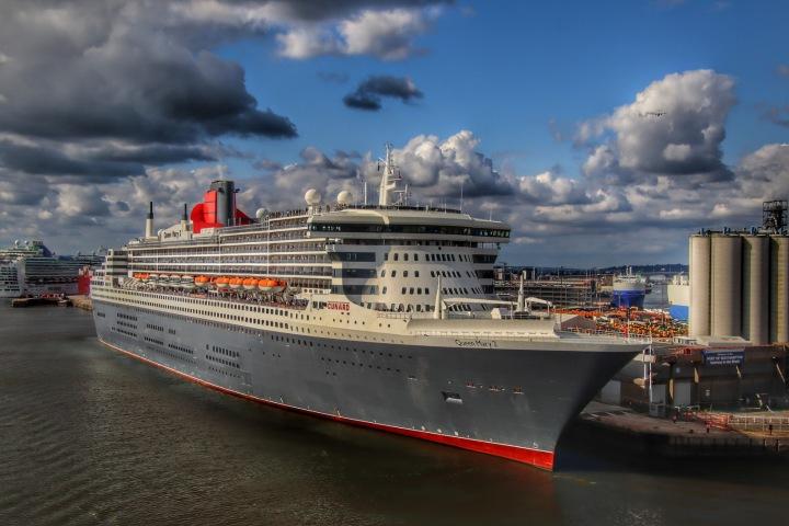Loď Queen Mary 2 v přístavu Southampton.
