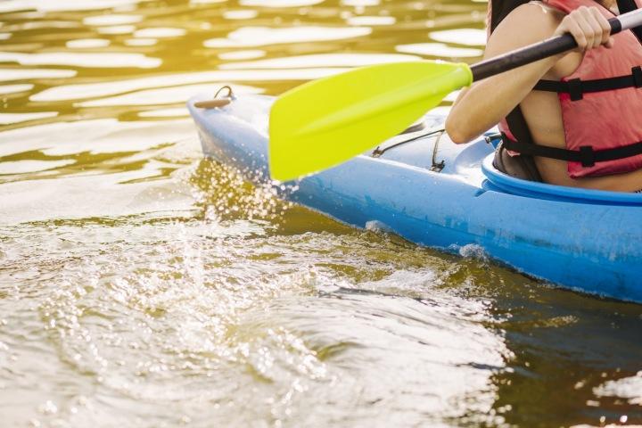 Vodák na řece