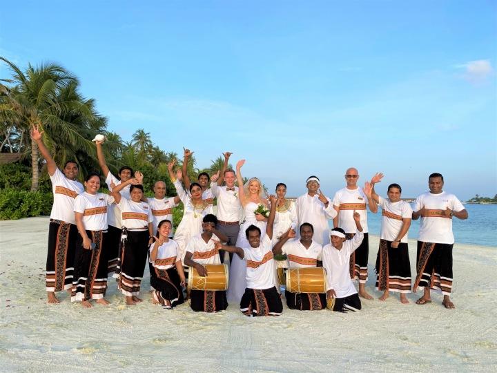 Můžete být oddáni na pláži, pod altánkem zdobeným květinami a za doprovodu živé hudby.