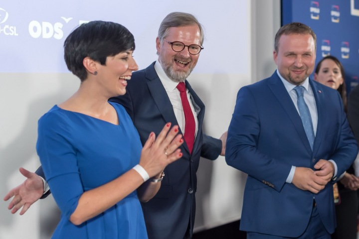 Markéta Pekarová Adamová s Petrem Fialou a Marianem Jurečkou.