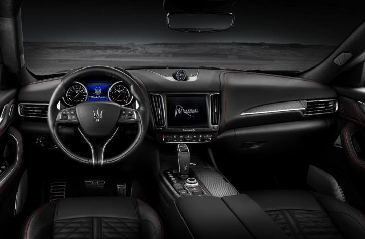 Maserati Levante Trofeo, palibní deska
