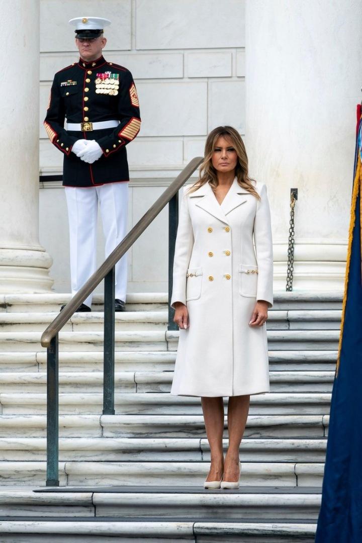 Melania Trump v bílém kabátu Gucci
