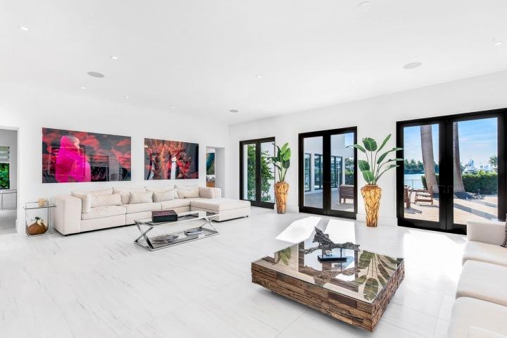 Moderní interiéry jsou zatraktivněny luxusními doplňky