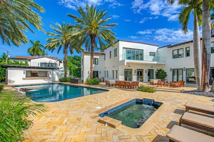 Pobřežní dům v Miami má celý komplex bazénů