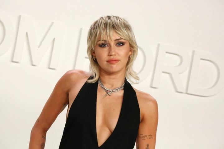 Miley Cyrus na show Toma Forda v roce 2020