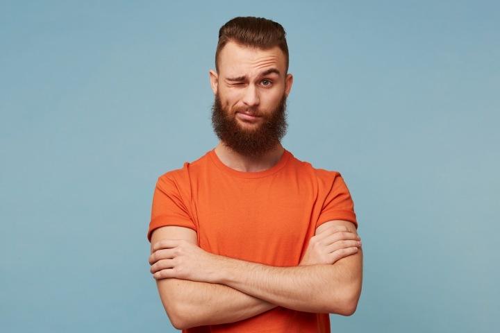 Mladý muž s bradkou a knírem