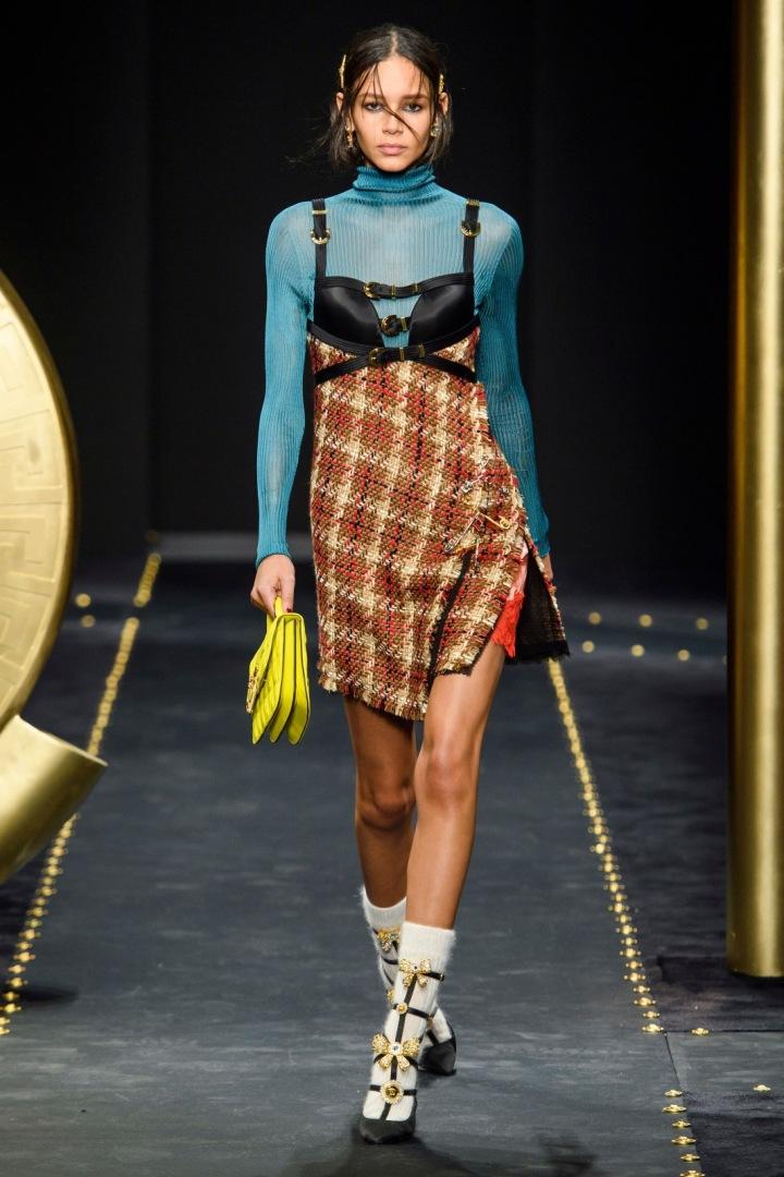 Modelka na přehlídce Versace FW2019