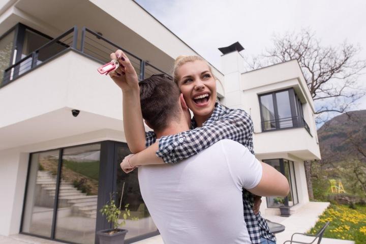Muž a Lena mají nové bydlení