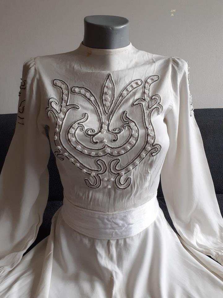 Nejstarší šaty ze sbírky jsou z roku 1942
