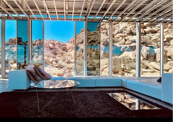 Neviditelný dům v Kalifornii, interiér