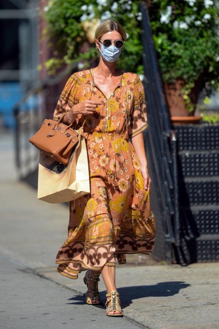 Nicky Hilton outfit s Birkinkou