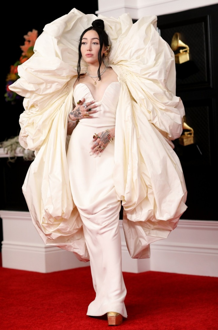 Noah Cyrus v róbě Schiaparelli SS21 Couture