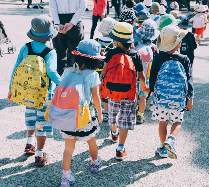 Děti míří do školy