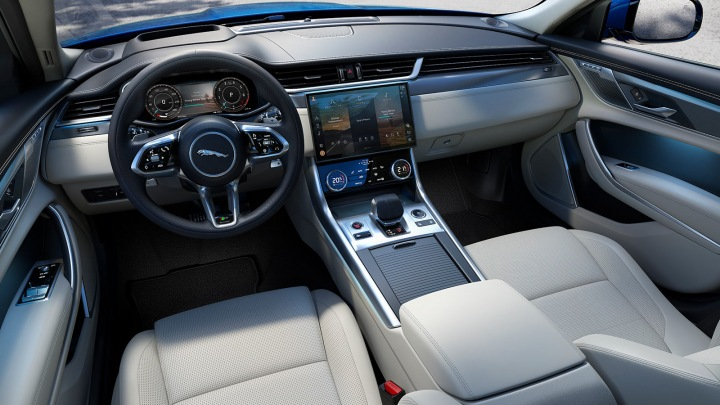 Nové technologie v interiéru Jaguara XF.