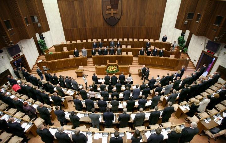 Národní rada Slovenské republiky se 150 poslanci.