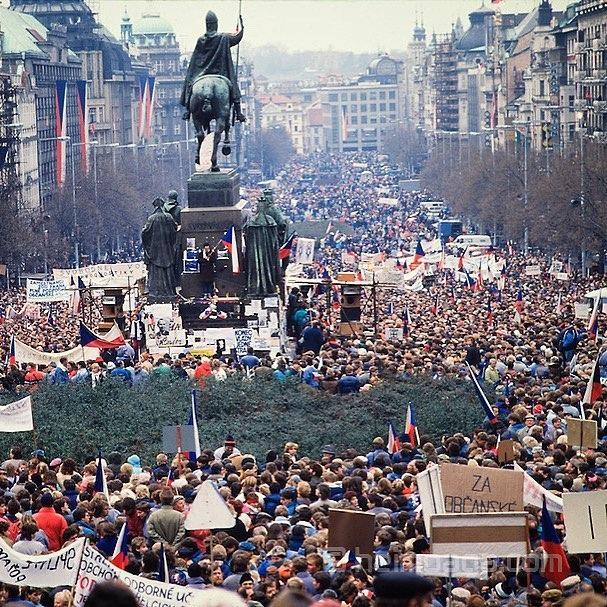 Tisíce lidí se vydalo směrem na Václavské náměstí
