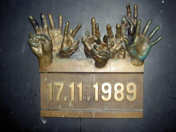 Pamětní deska v Praze na Národní třídě