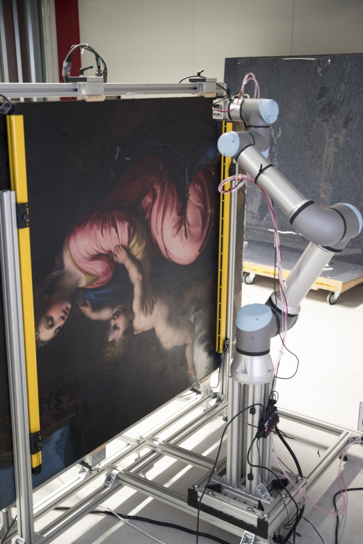 Obraz v průběhu skenování.