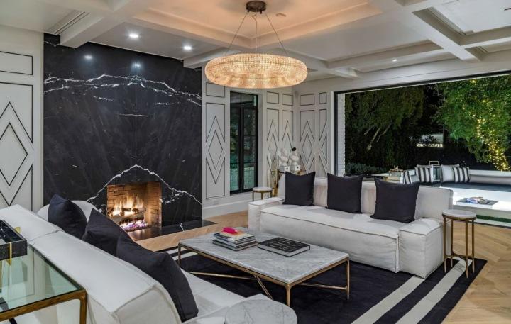 Obývací část, rezidence patřící Rihanně, Beverly Hills