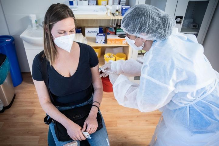 Každý, kdo už se dal nebo se teprve dá očkovat, bude moci získat finanční výhru.