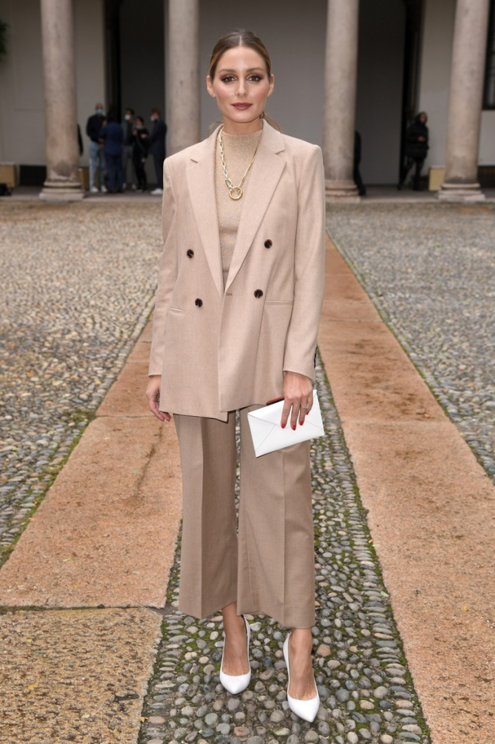Olivia Palermo ve světle béžovém outfitu