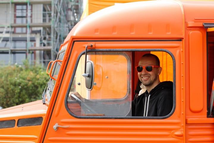 Dnes kamioňákům do smíchu rozhodně není.