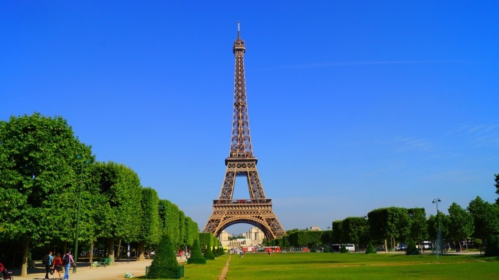Paříž láká lidi z celého světa
