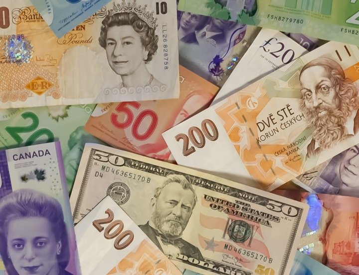 Papírové peníze z různých států