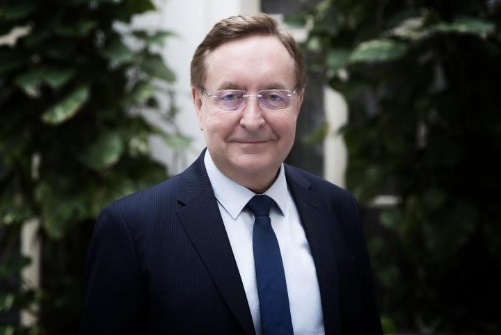 Petr Arenberger dnes rezignoval